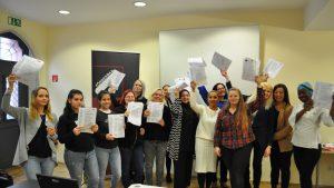 Die erfolgreichen Absolventinnen des Kurses mit ihren ABB Zertifikaten
